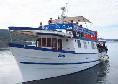 Tagestouren mit dem Tauchboot Sirena